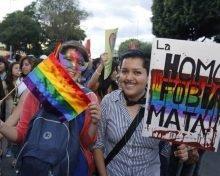 """60% de tamaulipecos justifican """"poco"""" o """"nada"""" que personas del mismo sexo vivan juntas"""